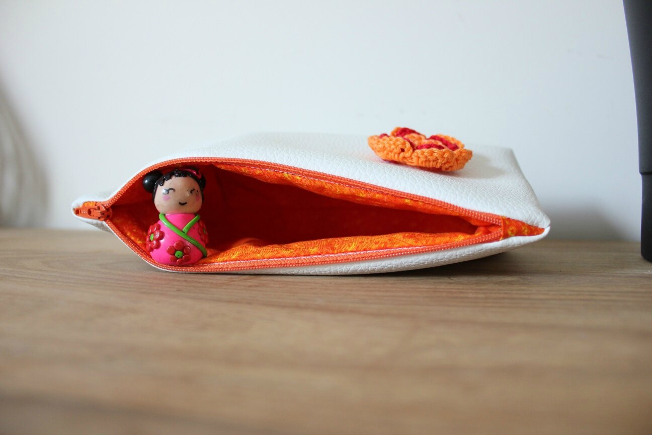 Trousse simili orange