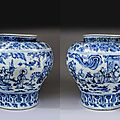 Rare Chinese blue and white porcelain windswept jar, Guan. Ming Dynasty - second half of 15th Century