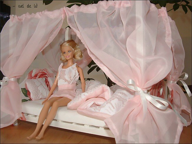Ciel de lit Barbie