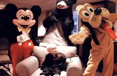 Young-Prince-Jackson-with-Mickey-Mouse-and-Doofy-cute-michael-jackson-29512871-400-260