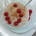 Porridge crémeux au lait d'amande et framboises
