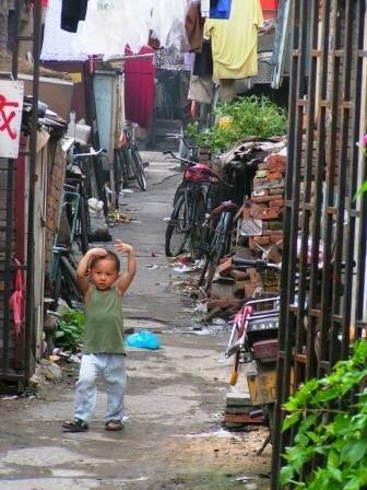 Rue derrière un marché aux tissus
