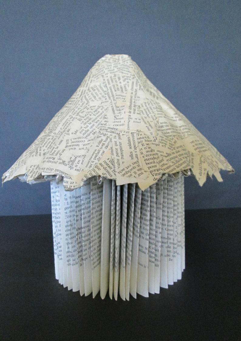 fabriquer une cabane avec un vieux livre l 39 atelier du livre qui fourmille d 39 id es. Black Bedroom Furniture Sets. Home Design Ideas