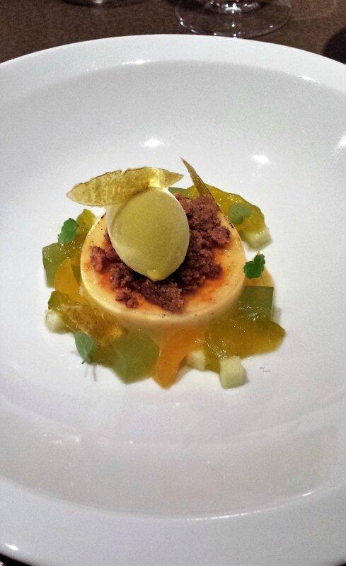 2017 08 23 (57) dîner à Loiseau des sens - reine claude pochée, crème brûlée, gelée de concombre, sorbet reine-claude