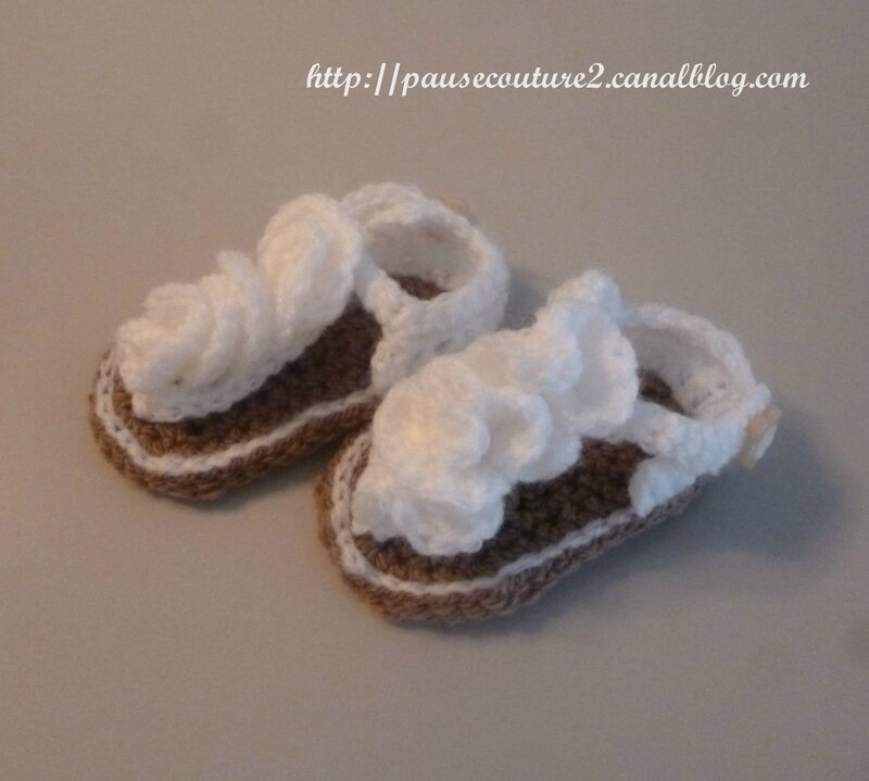chaussons sandales blanches B