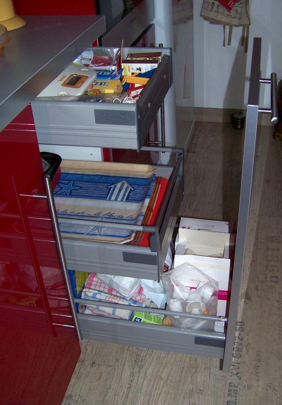 Cuisine ik a rouge laqu e virgin 39 crea - Meuble tiroir cuisine ikea ...