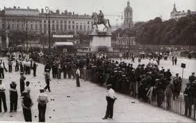 Boules Lyonnaise Photo Lyon Place Bellecourt