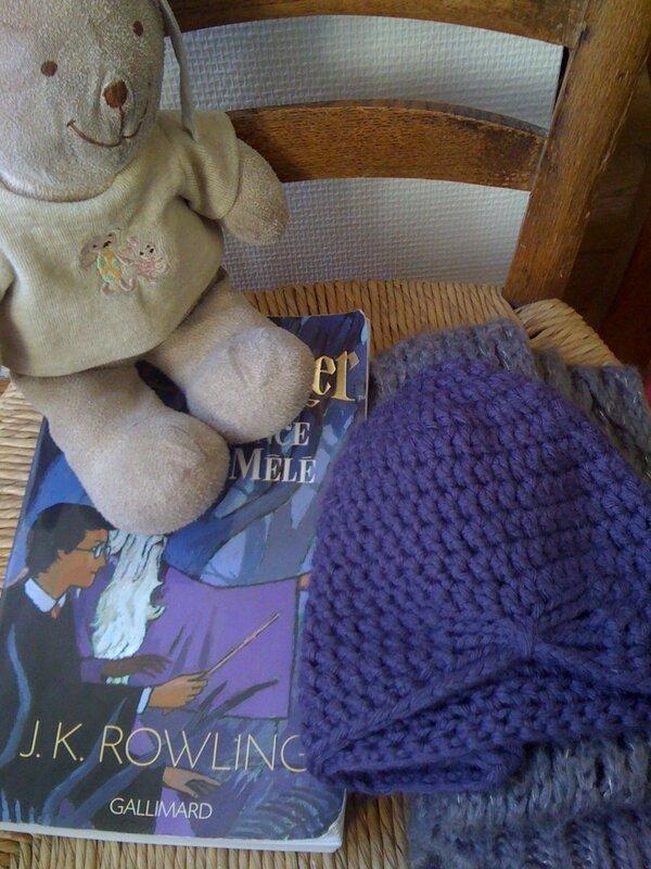 Le doudou, la lecture du moment et les it-accessoires