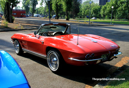 Chevrolet_corvette_sting_ray_convertible_de_1963__Retrorencard_mai_2011__02