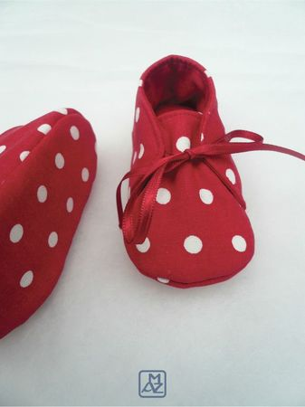 Chaussons rouges pois blancs-2