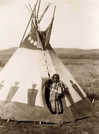 Indian_Child_In_Tipi
