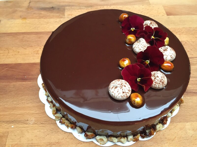 Entremet myrtille chocolat dani d lices - Decoration gateau glacage royal ...