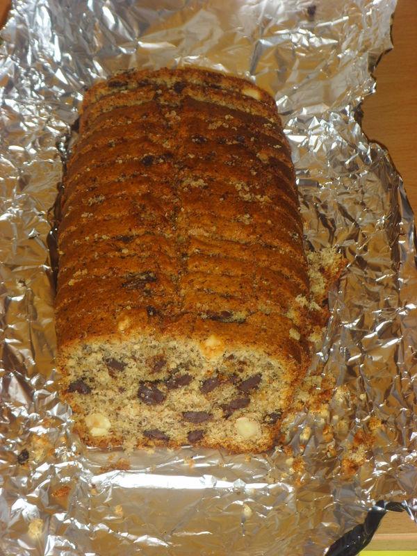 Cake aux noisettes et aux pépites de chocolat