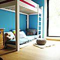canapé dans une chambre