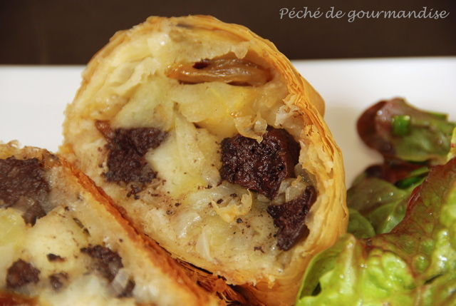 strudel sal aux pommes gros raisins et boudin noir p ch de gourmandise. Black Bedroom Furniture Sets. Home Design Ideas
