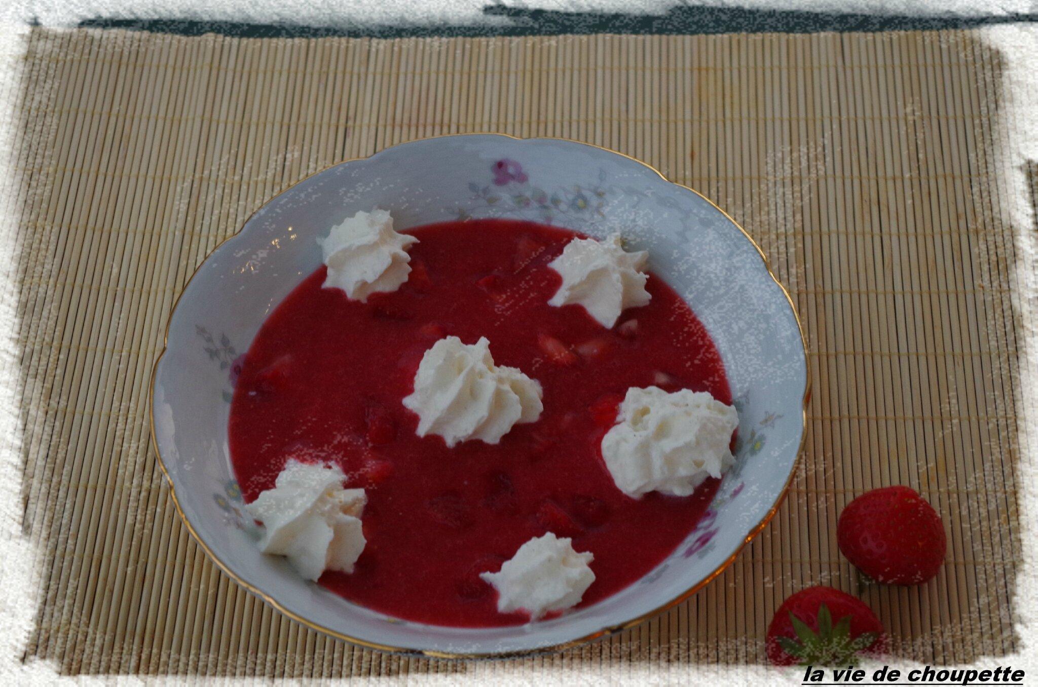 Soupe de fraises au basilic chantilly maison poivre et - Chantilly maison sans syphon ...
