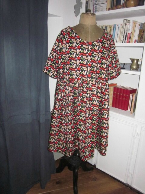 "Une robe RAYMONDE imprimé ""Maître Corbeau""..."