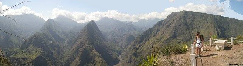 Point de vue sur Mafate au Cap Noir , île de la Réunion