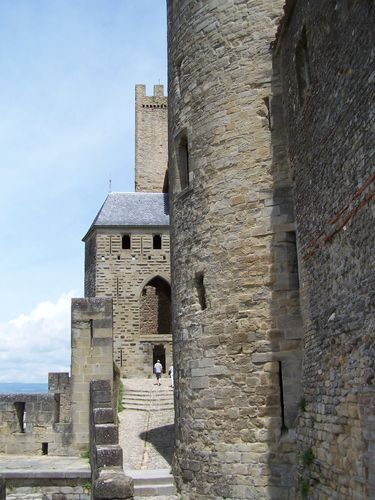 Carcassonne-chemin derrière le chateau comtal