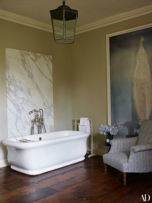 Claudia-Schiffers-English-Mansion-Guest-bathroom