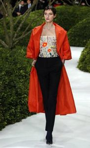 orangele-trench-coat-orange-vif-de-raf-simons
