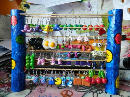 Donut et porte boucle d 39 oreille les fimo de zuni d - Porte boucle d oreille mural ...