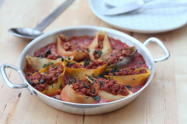 conchiglioni farçies au veau et sauce tomate blog des astucieuses chez requia cuisine et confidences