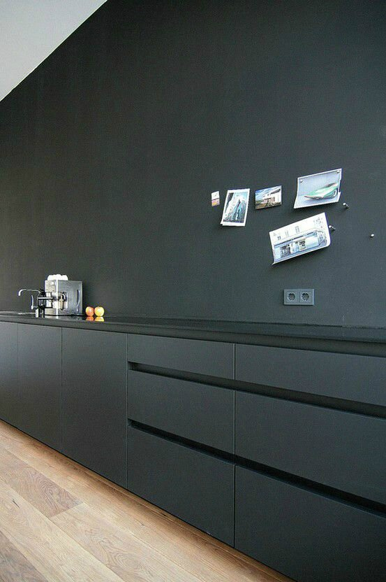 quand les cuisines broient du noir la maison de lilly r novation de notre maison meuli re 1900. Black Bedroom Furniture Sets. Home Design Ideas