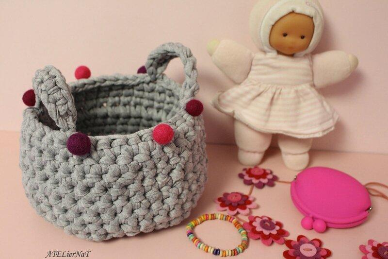 Panière grise boules roses
