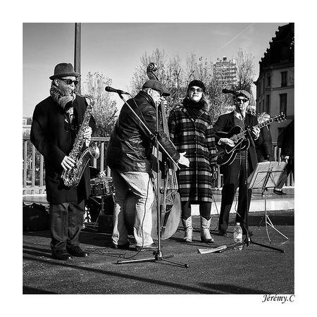 musique_de_rue_nb
