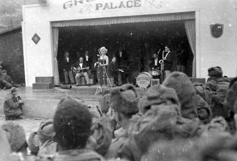 1954-02-17-korea-grenadier_palace-stage-021-2