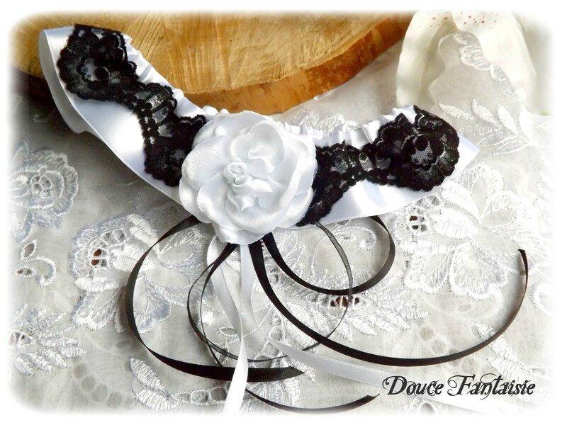 Jarretière en dentelle et satin noir et blanc