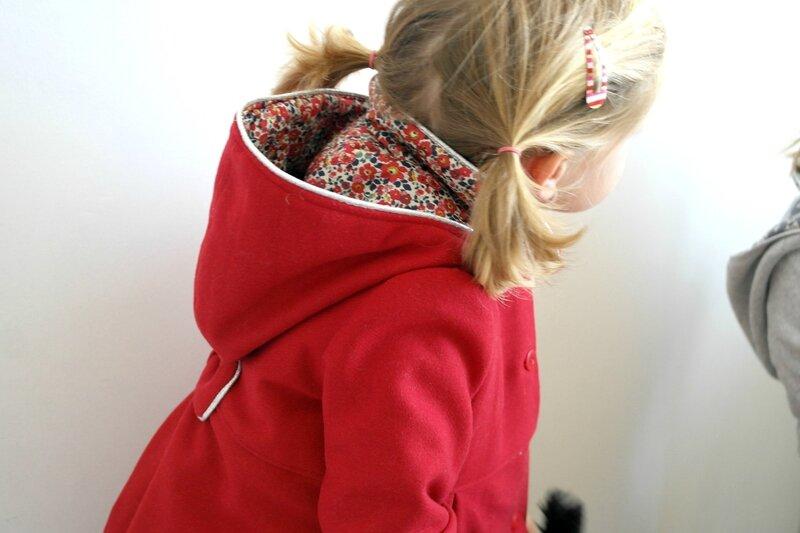 Manteau rouge Liberty porté_Chut Charlotte (3)