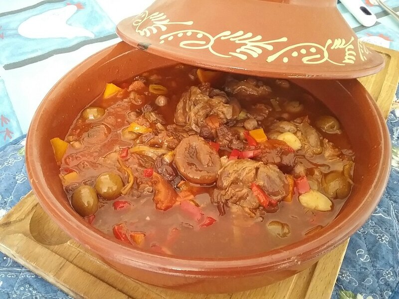 tajine d agneau aux abricots secs aux amandes et aux. Black Bedroom Furniture Sets. Home Design Ideas