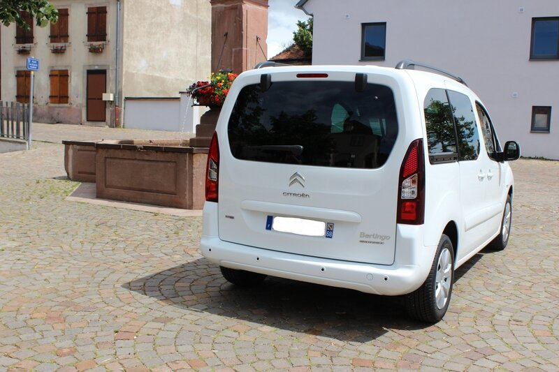 berlingo 7 places shine hdi 120 voiture blanc. Black Bedroom Furniture Sets. Home Design Ideas
