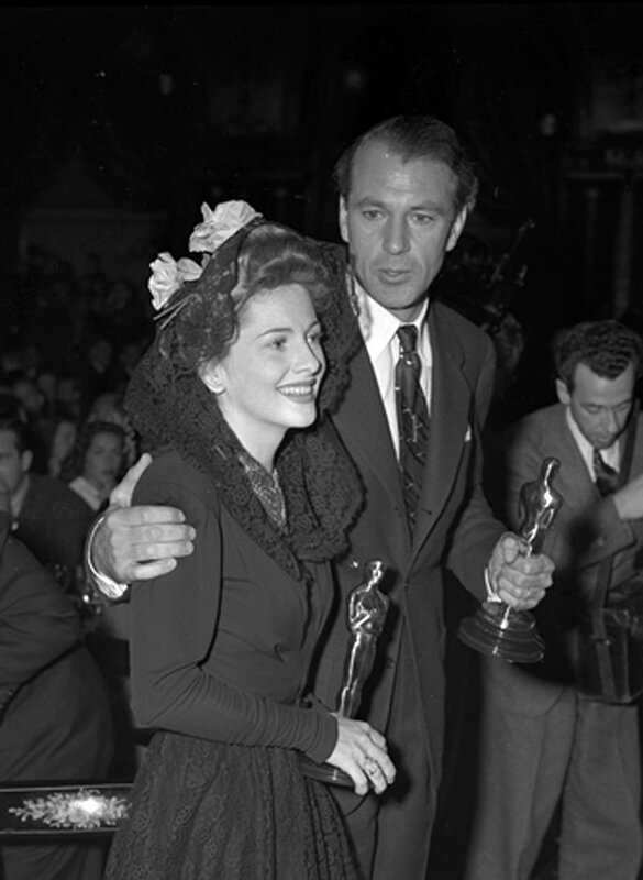 Joan_Fontaine_and_Gary_Cooper