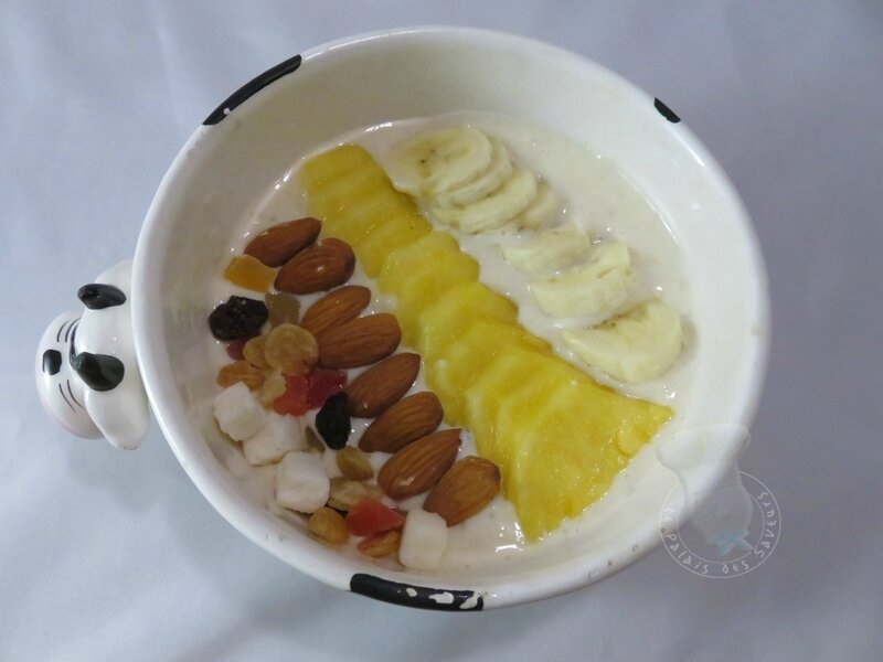 Smoothie bowl ananas, noix de coco