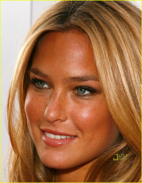 bar-refaeli-young-hollywood-awards-2009-04