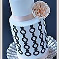 wedding cake blanc noir rose anglaise1