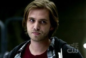 Nikita-1x05-The-Guardian-Birkhoff-Cap-02