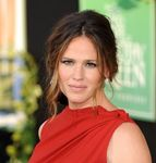 Jennifer_Garner_presente_The_Odd_Life_of_Timothy_Green_le_6_aout_2012_a_Los_Angeles_portrait_w674