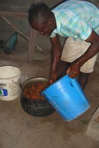 Lavage de l'huile à l'eau chaude