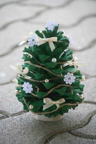sapin-Noël-original-bricolage-pomme-pin-verte