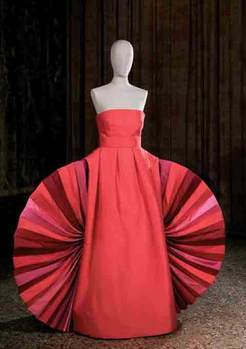 Roberto Capucci. Ventaglio[Fan]. Sculpture-dress in red sauvage with fan-shaped insets in the sides. First exhibited: Palazzo Barberini, Rome, 1980. Photo: Andrea Melzi and Efrat Kuper