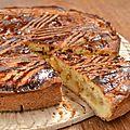 Gâteau breton aux pommes et caramel beurre salé.