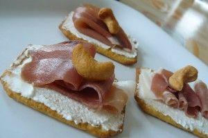 toast-tuc-jambon-cru-fromage-chevre-300x199