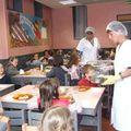 Visite du nouveau restaurant scolaire par les écoliers