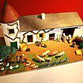 Une ferme miniature vintage ! un joli jouet avec ses personnages et animaux...