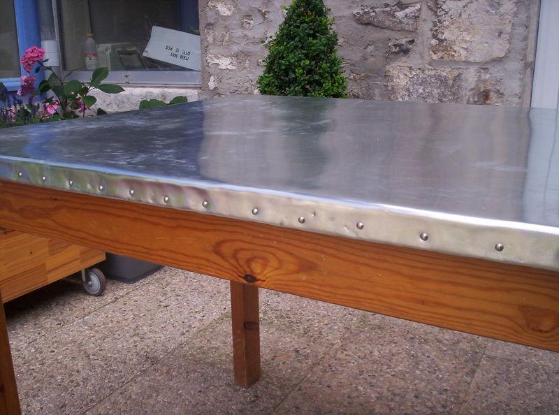 Petite table de jardin en zinc des id es - Recouvrir une table de zinc ...