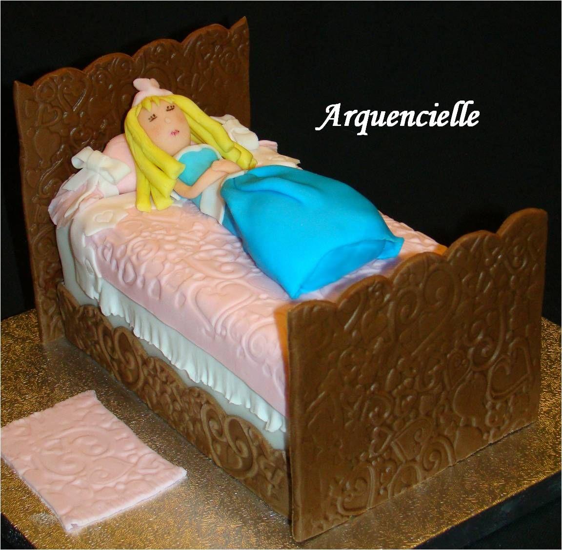 Gâteau belle au bois dormant sleeping beauty cake côté